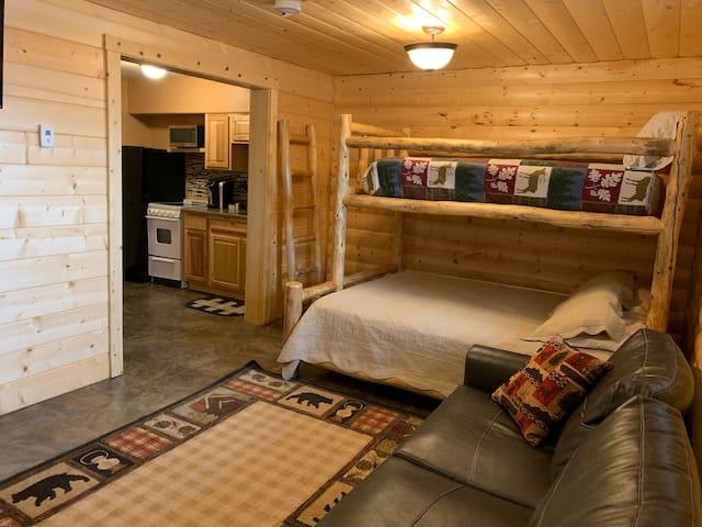 Bears Den Lodge Room #6