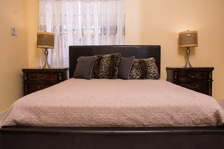 GC Villa | Cosy Queen Connecting Room 1