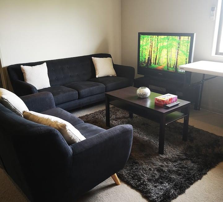 Stunning  3 bedroom Modern Home Ideal Location