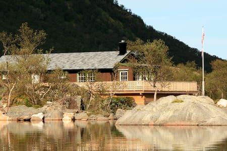 Cabin in valley of Fiskebøl - Strønstad - Stuga