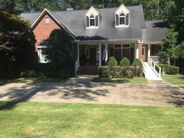 Golf, Tennis, Pool and Lake Thurmond 4Br & 3 1/2 b