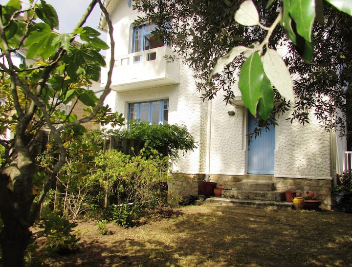 Fabulous 1930's house,50 m from the beach,8 people