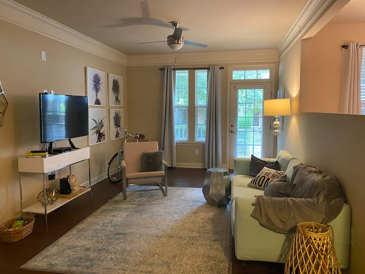 Clean light-filled Mooresville pied-a-terre