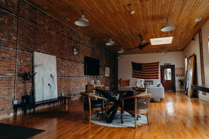 Massive Historic Art Loft - Near Eastern Market!