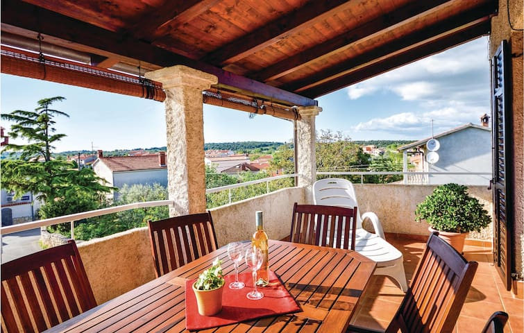 Holiday apartment with 2 bedrooms on 86m² in Pomer