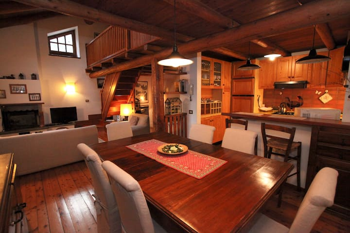 """ LE HIBOU"" accogliente e tipica casa di montagna"