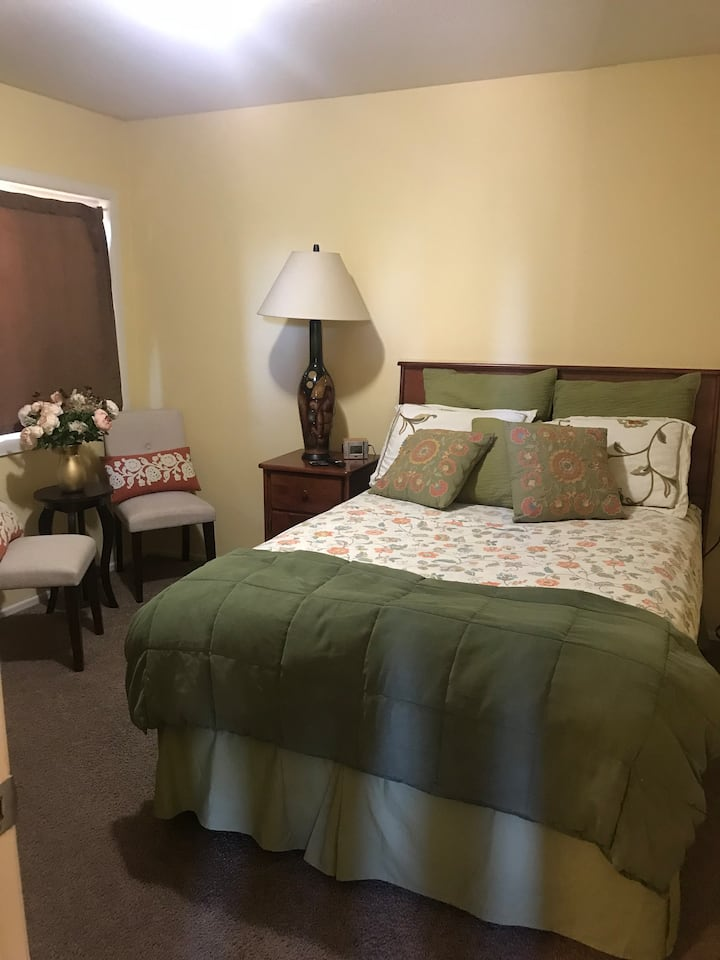Adorable Casita located in downtown Redlands.