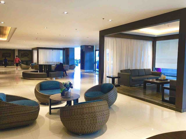 Resort Condominium, 5 mins. walk from Mall of Asia