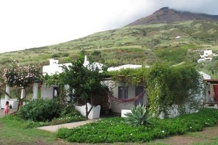 Casa nel verde vista vulcano