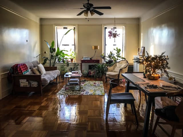 Cozy Room in Classic Crown Heights