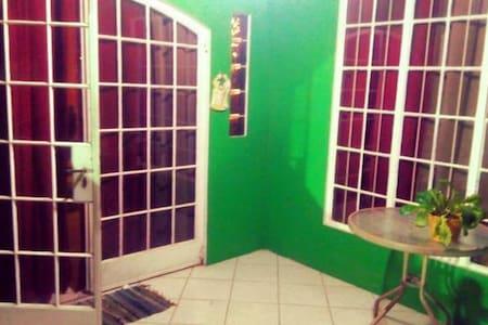 Small quaint room - El Dorado - Huis