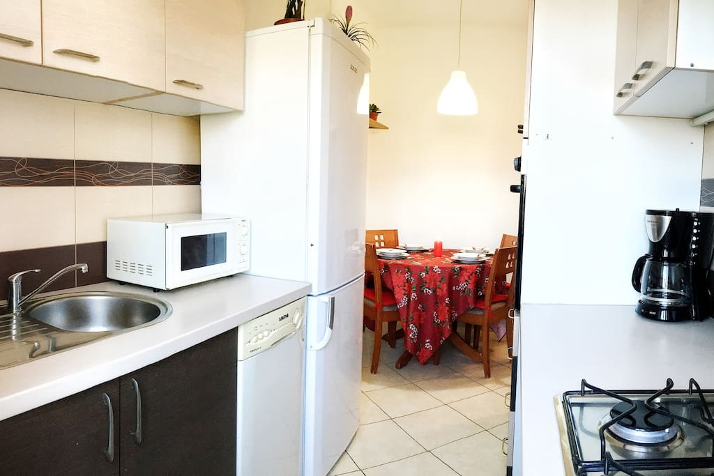 Kitchen with microwave, fridge, dish washer, coffee machine, oven and gas cooker