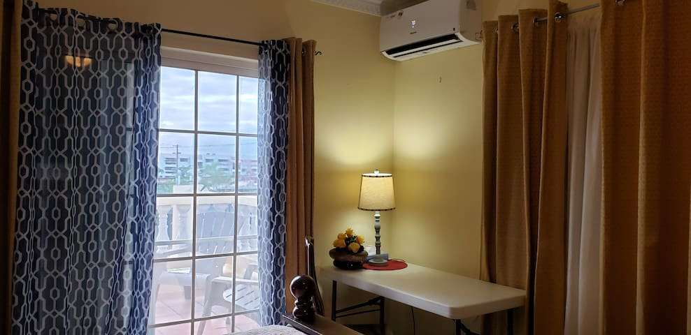 Private room w/ balcony&view fr shops & transport