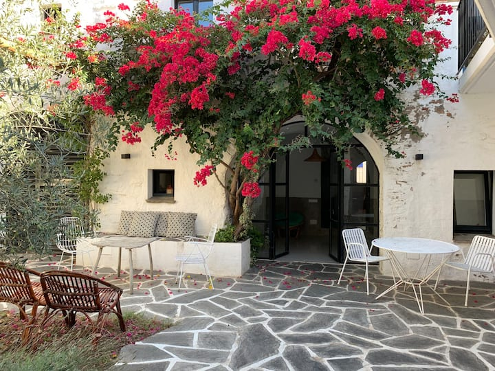 Renovated charming house with patio in Cadaques