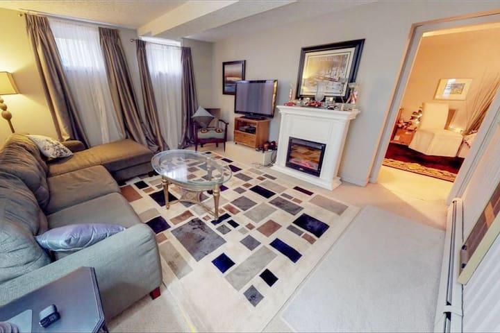 Mason Manor Suite