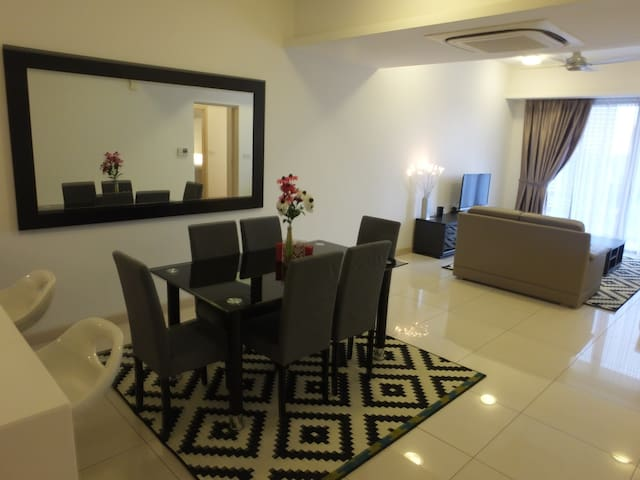 Exclusive 3 Bed Room Apartment - Kuala Lumpur - Apartment
