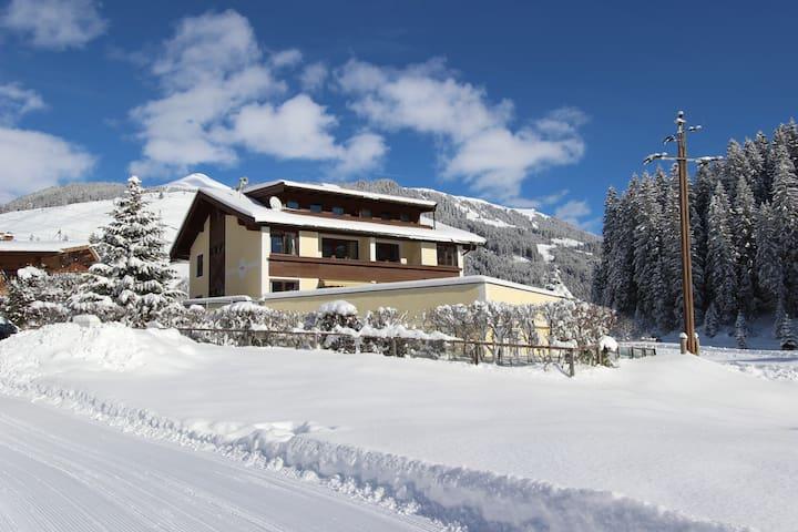 Wintersport chalet vlak bij gerlos condo 39 s te huur in for Chalet te koop oostenrijk tirol