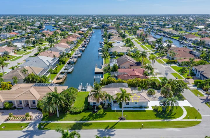 Pool Home on Canal, Close to Beach, Popular Lamplighter Area!!