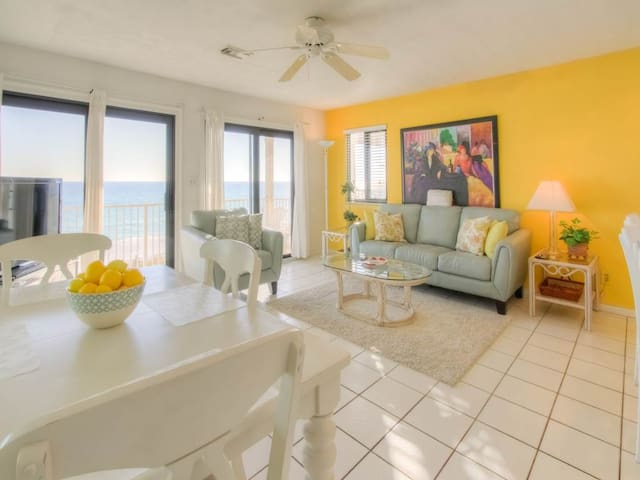 Stunning Condo! Gulf Front with Large Balcony. Pool and Beach Access!