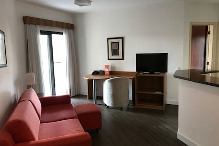 Lindo flat mobiliado e com comodidades pra você.