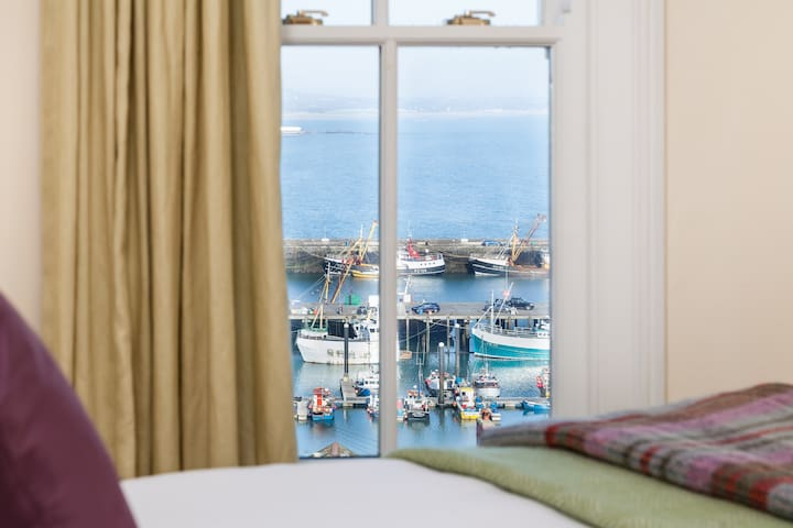 Sensational sea views, 3 bedrooms, home from home