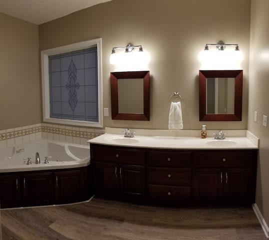 King suite bathroom, with 2 sinks, Jacuzzi tub, and shower.