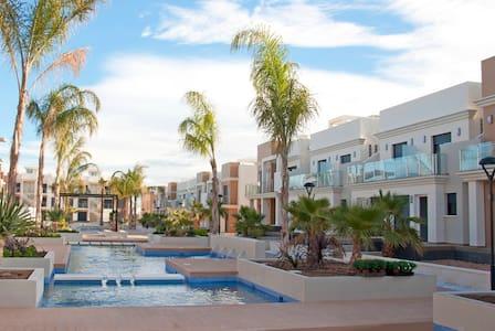 Аппартаменты с 2-мя спальнями и общим бассейном