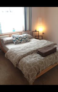 Double bedroom, Wifi & short train into london - Cheshunt - 獨棟