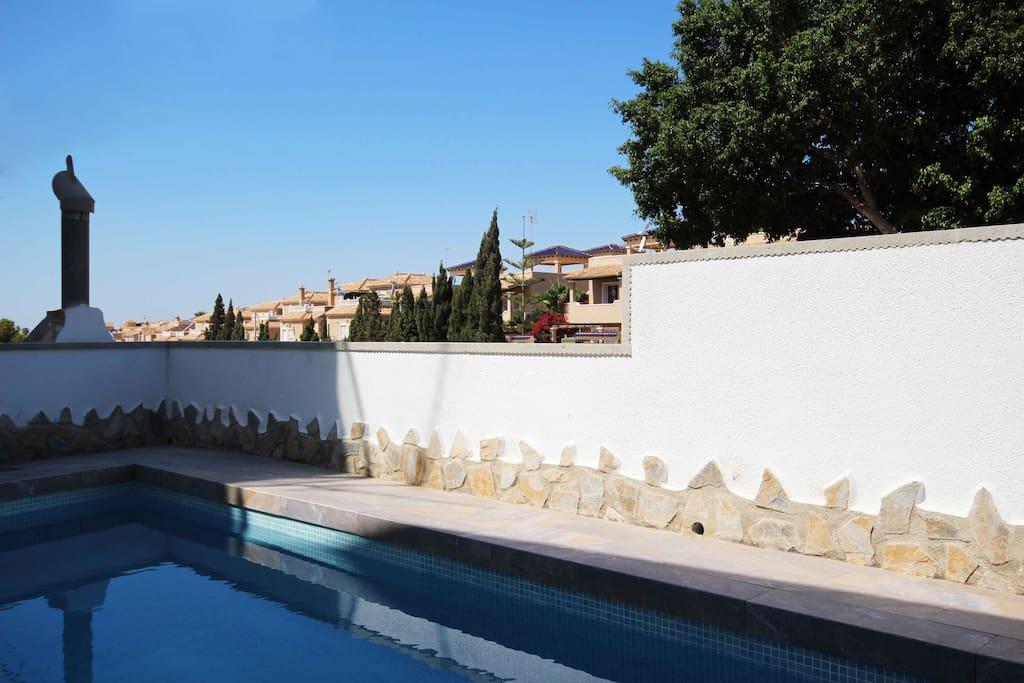 Casa soleada con piscina privada casas en alquiler en for Restaurantes con piscina en comunidad de madrid