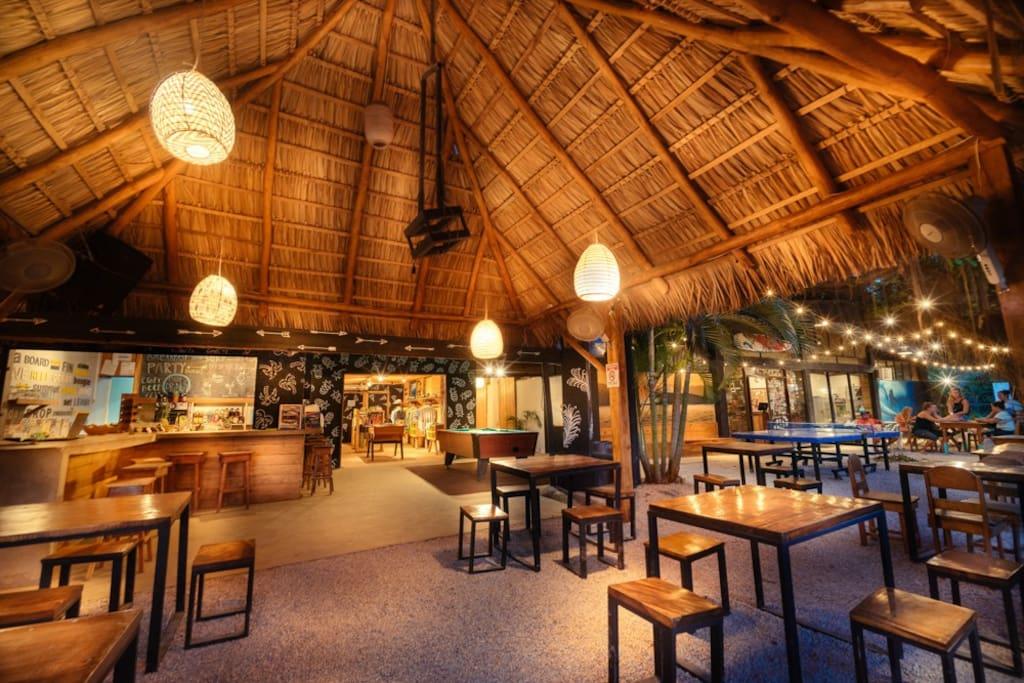 Bar & Restaurant - La Oveja Negra Tamarindo