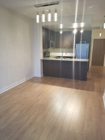 Cozy 1 BR 30 mins From Downtown Toronto!