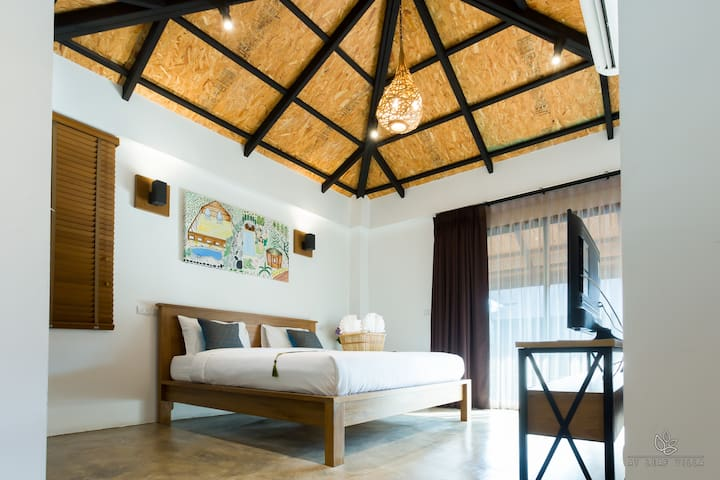 The high ceiling has a comfortable and relaxing feel.