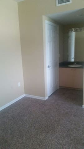 Cozy 2 bed with parking gym pool - Miramar
