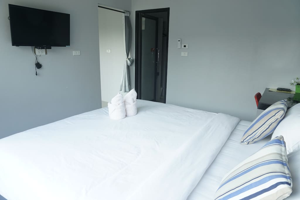 Bedroom (King size bed)
