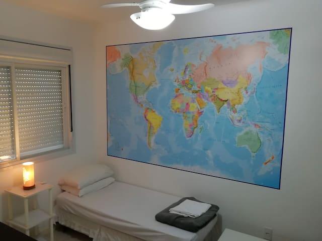 Quarto lindo com banheiro/Nice room with bathroom