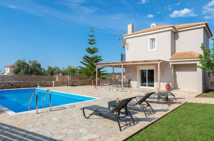 Cristal blue villa, clear choice!