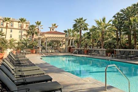 Luxury Resort-Style Condo in Trendy Downtown LA! - Los Angeles