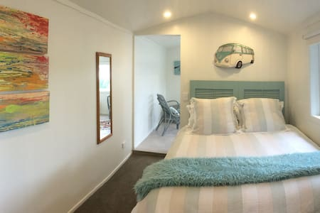Harbourview 52 - private studio right on the water - Raglan