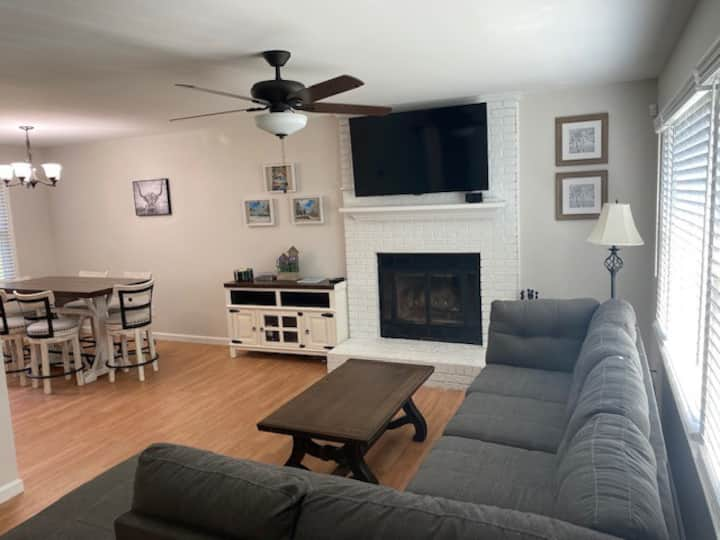 Fuquay-Varina Home 5 min from Shopping and Dining