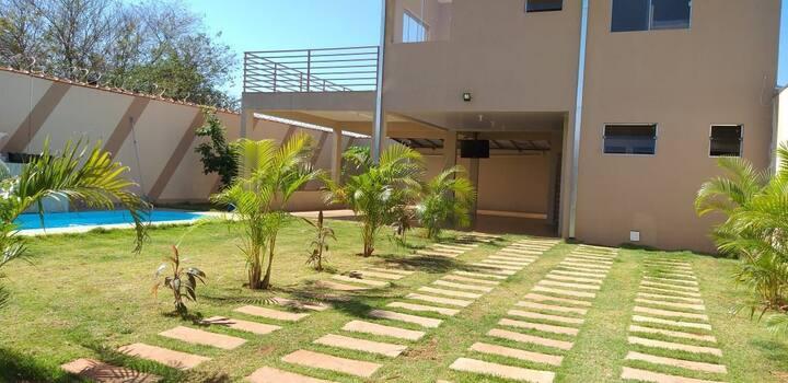 Casa com piscina fácil acesso pela rod. Anhanguera