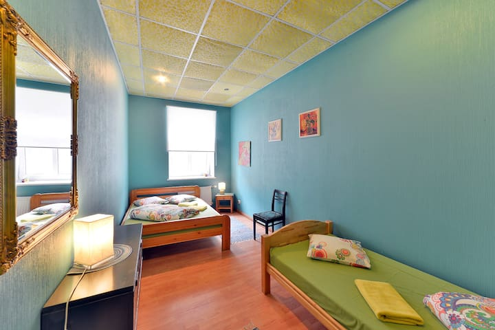 CentralHostel/Friends and Family Room