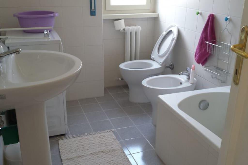 Bagno in comune Bathroom