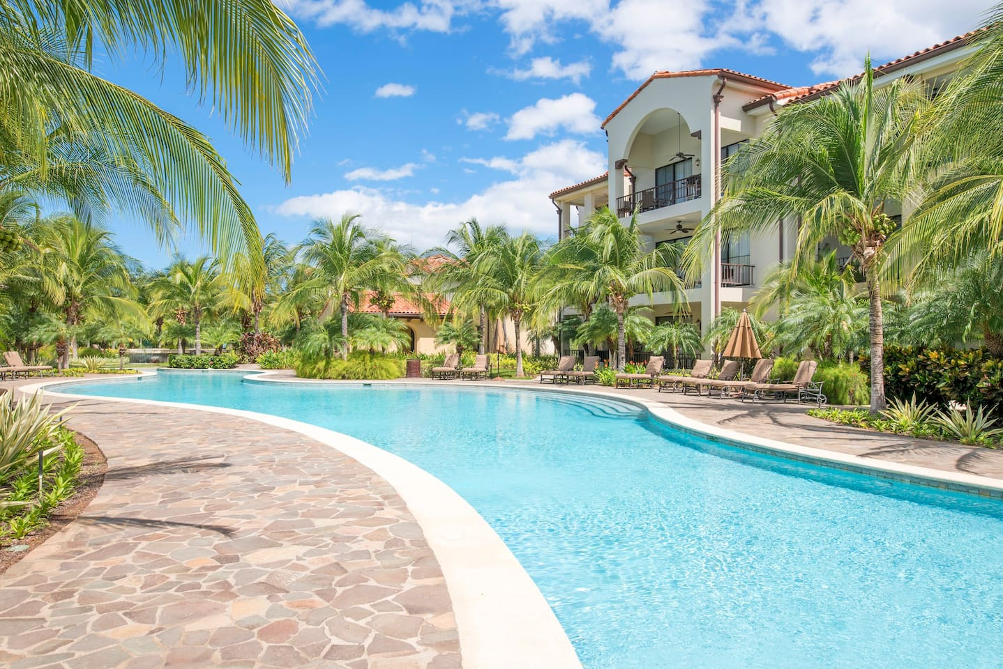 Pacifico Lazy River Pool