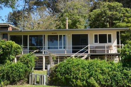Flame Tree Cottage - By the Sea - Mossy Point - Talo