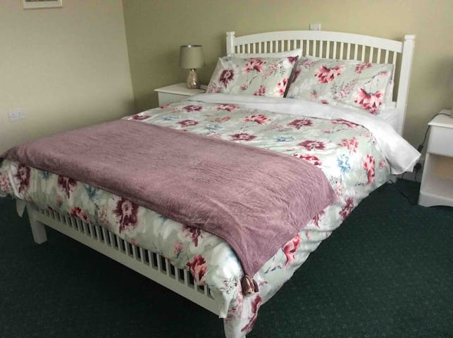 Bedroom with Kingsize Bed.  Has en-suite bathroom.