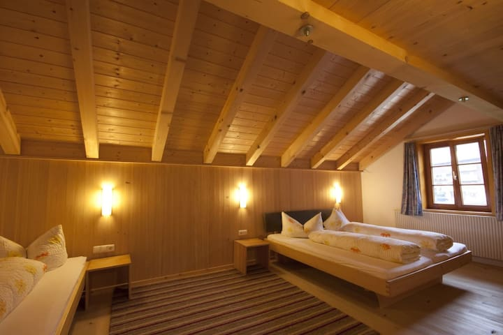 Doppelbett, Einzelbett und Kinderbett