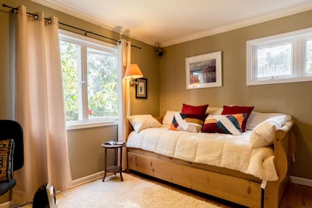 Two PRIVATE Rooms in Charming Home! - Mill Valley - Daire
