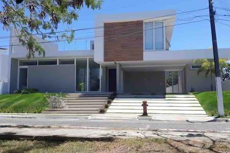 Casa inteira em condomínio fechado - Maceió