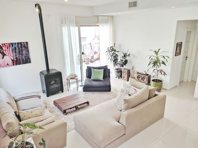 ☺HUGE 4BR APT W/2 SUNNY BALCONIES AND A ROOFTOP☺ - Tel Aviv-Yafo - Lägenhet