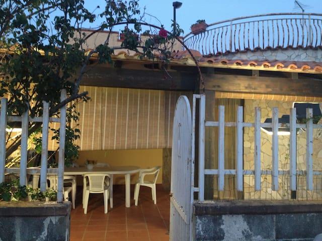 Camera matrimoniale con parcheggio - Fontane Bianche - Haus
